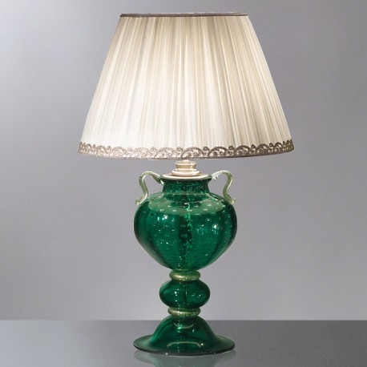 """Leandra"" lampara de sobremesa verde de Murano"